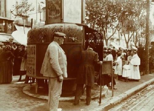 """Urinari públic (""""vespasiana"""") a la Rambla (font: Barcelofília)"""