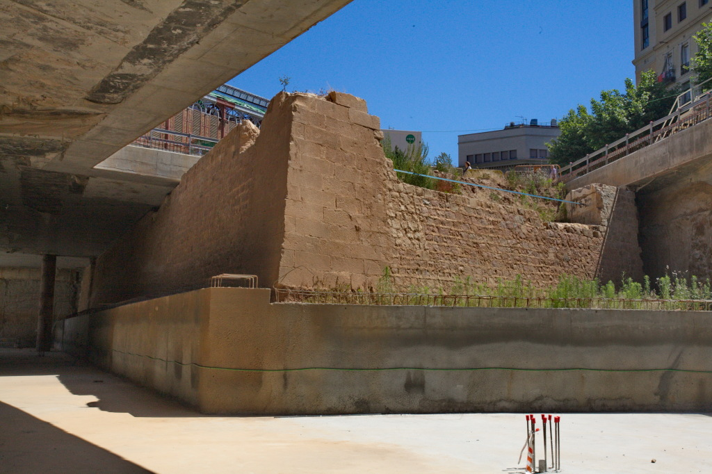 Restes del Baluard de Sant Antoni trobades durant les obres de remodelació del mercat de Sant Antoni