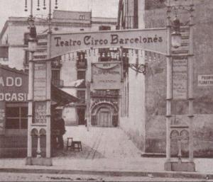 Accés al Teatro Circo Barcelonés des de la Rambla a principis del segle XX.